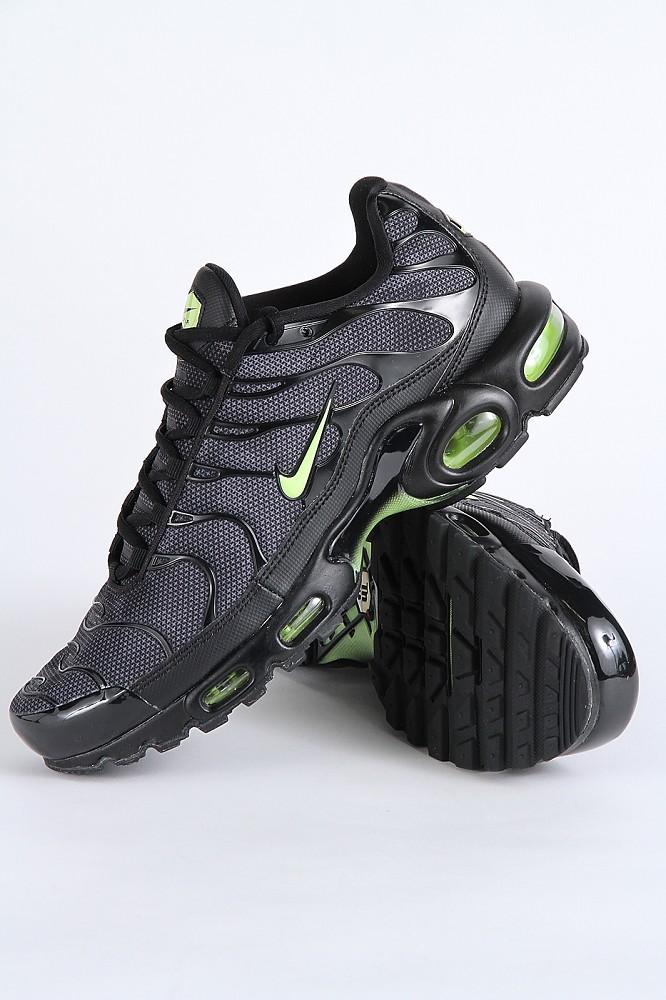 Nike Air Max Plus SE Black Volt Glow